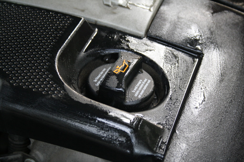 How to change the oil in your car with the oil filler cap